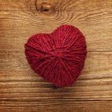 Bille rouge de coeur d'amour des laines Image libre de droits