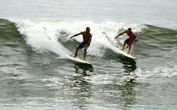 billen medf8or surfa waves för orkan Royaltyfria Foton