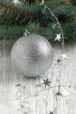 Billes argentées de Noël Images libres de droits