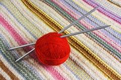 Billes avec l'amorçage pour le tricotage Image libre de droits