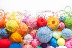 Billes colorées de filé Vue de ci-avant Couleurs d'arc-en-ciel Tout le colo Images stock