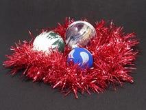 Billes colorées de Noël. Images libres de droits
