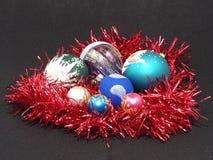 Billes colorées de Noël. Photographie stock libre de droits