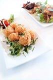 Billes croustillantes chinoises de porc et salade asiatique de canard photos stock