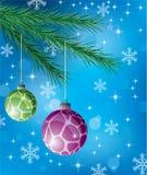 Billes décoratives sur l'arbre de Noël Photos stock