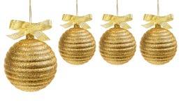Billes d'or de Noël avec la bande d'or Photographie stock libre de droits