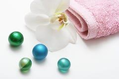Billes d'orchidée et de pétrole de bain Images stock