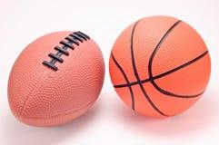 Billes de basket-ball et de football de jouet Photo stock