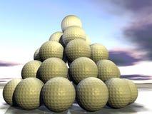 Billes de golf comme pyramide Photo stock
