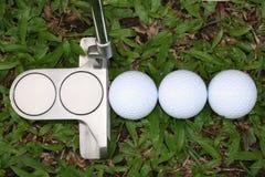 Billes de golf et putter de golf Photos libres de droits