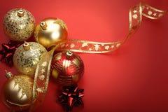 Billes de Noël d'or Photo libre de droits