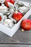 Billes de Noël dans un cadre photographie stock libre de droits
