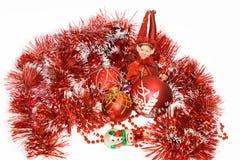 Billes de Noël, elfe et homme rouges de neige Image libre de droits