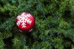 Billes de Noël et arbre de Noël Image libre de droits