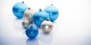 Billes de Noël sur le fond blanc Images stock