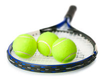 Billes de tennis sur la raquette   Photographie stock