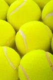 Billes de tennis sur le blanc photo libre de droits