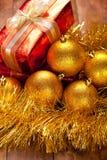 Billes et cadeau de Noël Images libres de droits