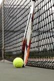 Billes et raquette de tennis Photo stock