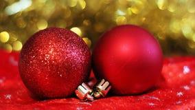 Billes rouges de Noël Carte de Joyeux Noël Thème de Noël d'hiver Image libre de droits