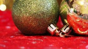 Billes rouges et d'or de Noël Carte de Joyeux Noël Thème de Noël d'hiver Images stock