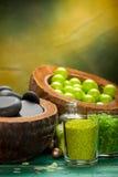 Billes vertes - pierres de sel et de station thermale de bain Image libre de droits
