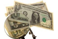 Billet d'un dollar par la loupe Photos stock