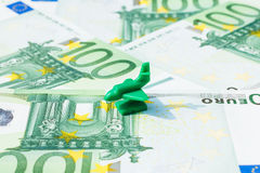 Billet de banque d'euro d'avion de voyage de concept Photographie stock