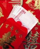 Billet de banque de yuans et enveloppe rouge Photo libre de droits
