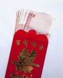 Billet de banque de yuans et enveloppe rouge Photo stock