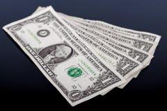 Billet de banque du dollar d'isolement sur un noir images stock