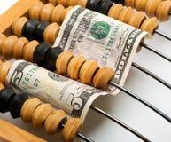 Billet de banque du dollar dans l'abaque en bois Photographie stock libre de droits
