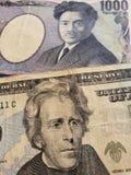 billet de banque japonais de billet d'un dollar de 1000 Yens et de l'Américain 20, de fond et de texture photos stock