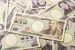 Billet de banque japonais 10000 Yens sur 5000 Yens Photographie stock libre de droits