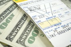 Billet et dollars d'avion
