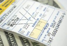 Billet et dollars d'avion images stock
