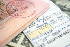 Billet et passeport d'avion Photos stock
