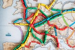 Billet pour monter le jeu de société Beaucoup de trains sur la carte images libres de droits