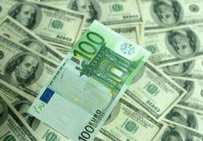 Billete de banco cientos primers de los euros en un fondo de Imagen de archivo