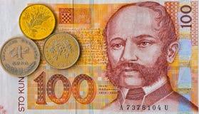 Billete de banco croata y monedas de Kuna de la nota 100 de la moneda macros Imagenes de archivo