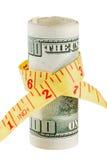 billete de banco de 100 dólares y cinta métrica Foto de archivo