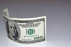 billete de banco del dólar de 100 americanos en fondo gris claro Fotografía de archivo