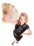 Billete de banco del dinero de la moneda del pulimento de la tenencia de la mujer de negocios Imagenes de archivo