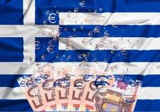 billete de banco del euro 50 que disuelve como concepto de crisis económica en g Fotos de archivo