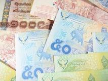 Billete de banco en fondo del dinero del baht tailandés Imagen de archivo libre de regalías