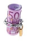 Billete de banco euro cerrado con un encadenamiento foto de archivo libre de regalías