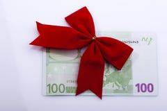 Billete de banco euro con la cinta roja Fotos de archivo libres de regalías