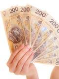 Billete de banco femenino del dinero de la moneda del pulimento de la tenencia de la mano Foto de archivo libre de regalías