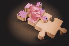 Billete de banco indio sobre rompecabezas con el espacio de la copia Concepto indio del billete de banco de trabajo en equipo par fotos de archivo libres de regalías