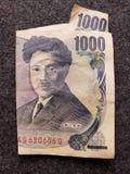billete de banco japonés de 1000 yenes y del fondo gris foto de archivo libre de regalías